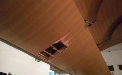 La programación del Palau de la Música, en el aire tras caerse un trozo del techo