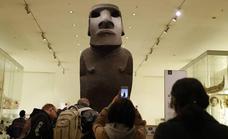Rapanuis visitan el Museo Británico para rogar que les devuelva a su «ancestro»