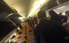 Despega el segundo avión averiado de Manises tras seis horas de espera del pasaje