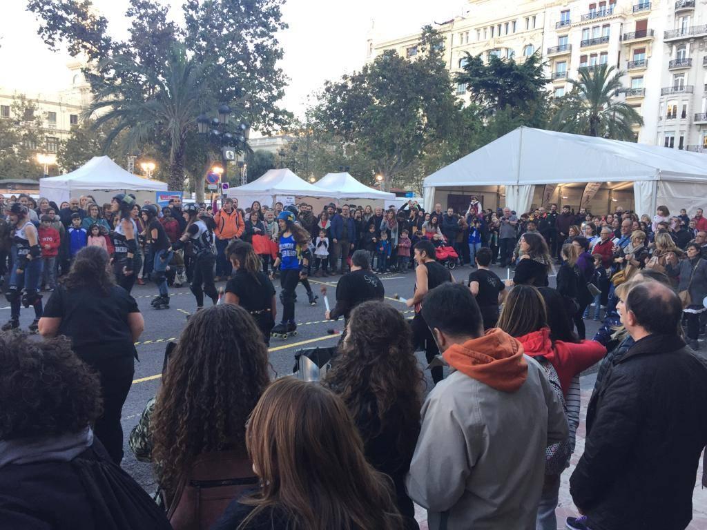 Decenas de personas reivindican la Igualdad de Género en la plaza del Ayuntamiento