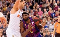 La defensa y los triples de Kuric dan el liderato al Barcelona