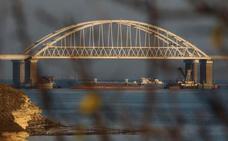 Rusia cierra el estrecho de Kerch y confirma haber capturado tres navíos ucranianos