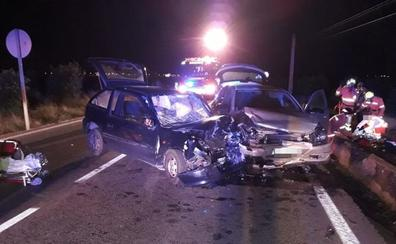 Cuatro heridos tras chocar dos coches en la carretera de Moncada