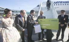El pasajero 7 millones del Aeropuerto de Manises regresa de Frankfurt tras un viaje de negocios