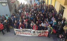 Unas 250 personas reciben en Pedreguer a la consellera Barceló para reclamar el nuevo centro de salud