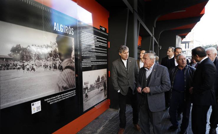 Exposición histórica del Valencia CF en las paredes del viejo Mestalla