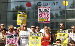 La guerra interna en Adicae entorpece los pleitos de 6.000 valencianos contra la banca