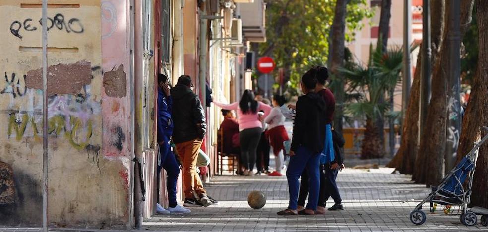 Tiroteo en Valencia: un joven y su suegra, heridos en las Casitas Rosa por una disputa entre clanes
