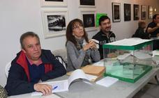 El vocal suplente sale corriendo y obligan a quedarse en la mesa al primer votante de un colegio electoral en Marbella