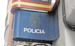 Una pareja tira del coche a su casera tras robarle 1.100 euros en Alaquàs
