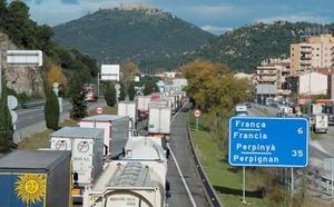 Las protestas en Francia atrapan a centenares de camioneros valencianos en Cataluña