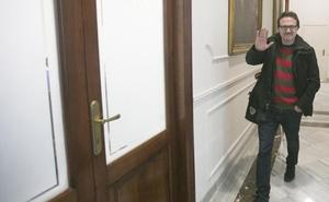 Grezzi se ve obligado a pedir perdón a la Policía Local tras diez días de silencio