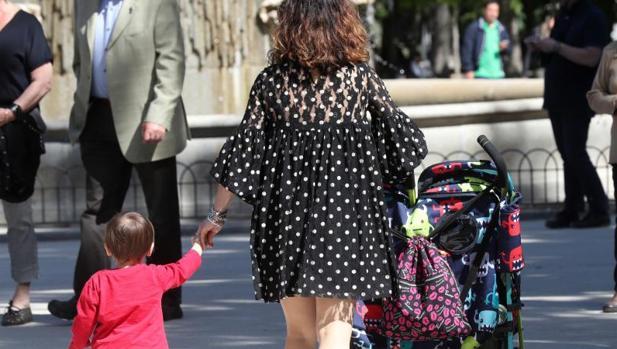 Cómo reclamar la devolución del IRPF por maternidad a Hacienda: formulario y documentos necesarios