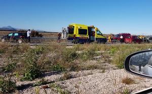 Un accidente frontal entre dos vehículos provoca retenciones entre Pego y El Verger