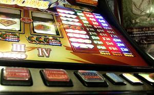 Roban 17.500 euros en 69 máquinas tragaperras de bares de Valencia en pleno día