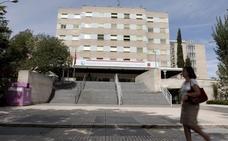 Un preso se fuga por una ventana de un hospital descendiendo con sábanas entrelazadas