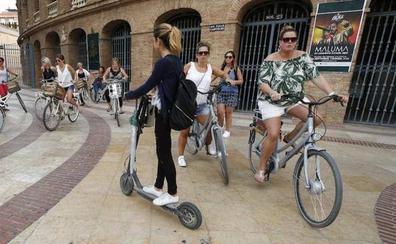 La ordenanza de Movilidad rebaja sobre el borrador las multas a patinetes y bicis que vayan por las aceras