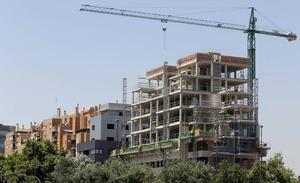 La construcción acusa a bancos y fondos de crear un monopolio del suelo y disparar los precios