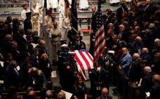 Bush padre descansa junto a su familia tras una despedida íntima en Texas
