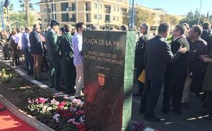Torrent inaugura un monolito en homenaje a las víctimas del terrorismo