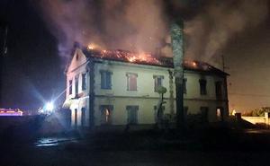 Arde un edificio abandonado en Alzira