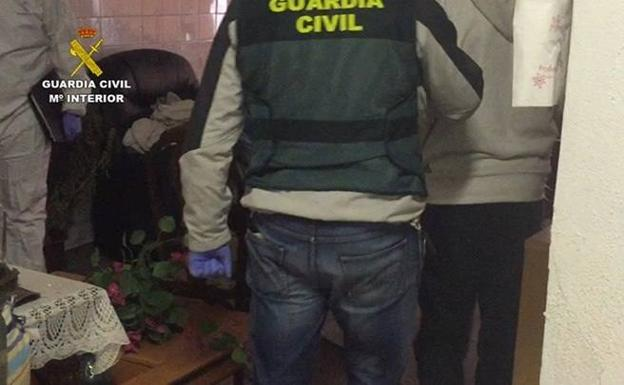 Agentes de la Guardia Civil durante la investigación. /EFE /GUARDIA CIVIL