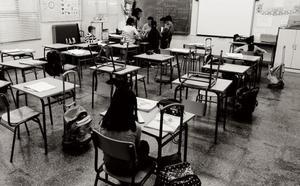 Una profesora, a la cárcel por cortar a la fuerza el pelo de un estudiante