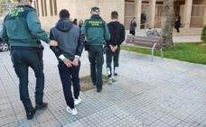 La Guardia Civil detiene a dos hombres en Oliva por pegar  y atracar a un discapacitado