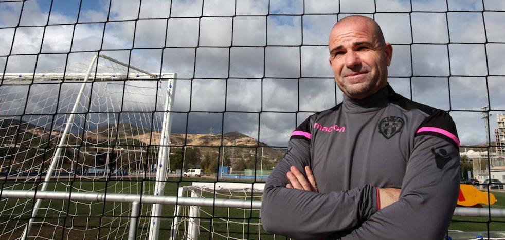Paco López: «Es un reto ilusionante poder ganar en un campo como Ipurua»
