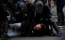 Los 'chalecos amarillos' echan un nuevo pulso en un blindado París