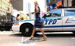 Una mujer da a luz esposada y encadenada a la camilla por la Policía