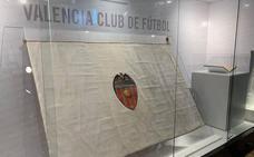 Una bandera para el centenario del Valencia CF