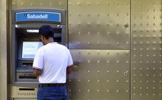La última estafa en los cajeros automáticos: la técnica del lazo libanés