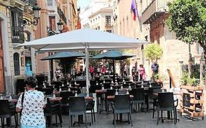 La ordenanza contra el ruido prohibirá un año terrazas de bares con tres multas