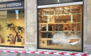 Robo en la tienda de Louis Vuitton, persecución y tiroteo en el centro de Valencia