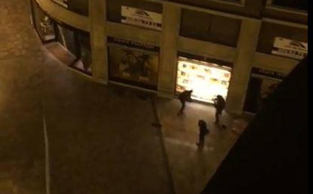 d636466e9 Así ha sido el ataque a la tienda Louis Vuitton de Valencia y la huida de  los ladrones