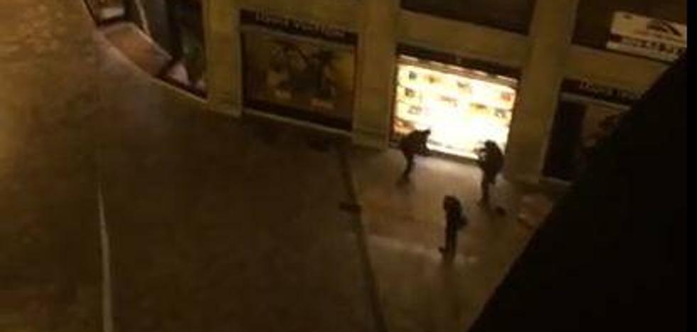 Así ha sido el ataque a la tienda Louis Vuitton de Valencia y la huida de los ladrones