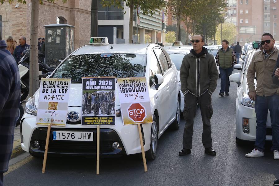 Problemas de tráfico en el centro de Valencia por la protesta de taxistas