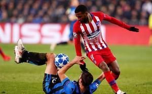 El Atlético, sin fútbol ni gol, pierde el liderato