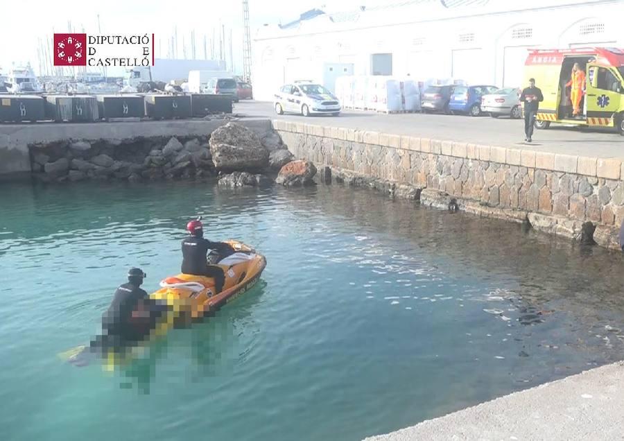 Hallan un cadáver flotando en el Puerto de Burriana