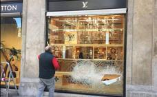 710f607db Retrato de los ladrones de la tienda Louis Vuitton en Valencia, muy  violentos y reincidentes