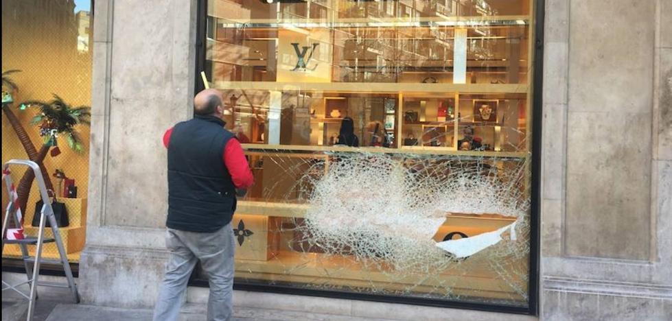 Retrato de los ladrones de la tienda Louis Vuitton en Valencia, muy violentos y reincidentes