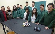 Estudiantes construyen drones con fines sociales