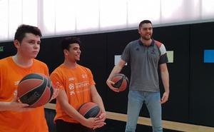 El 'One Team' estrena embajadores taronjas