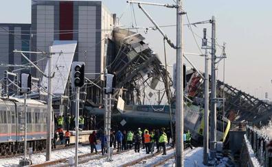 Nueve muertos y 47 heridos en un accidente de tren en Turquía
