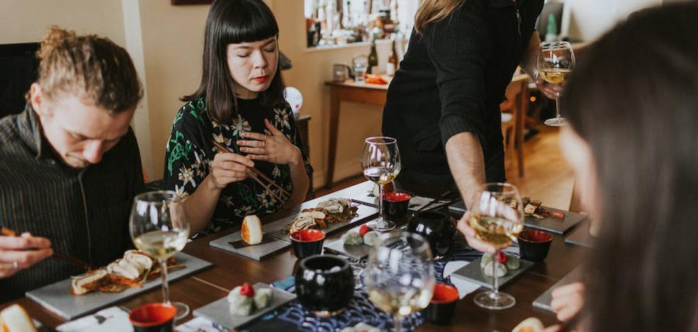 La moda de invitar a comer a desconocidos llega a valencia