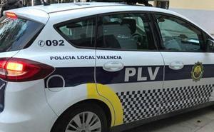 Un policía local de Valencia apresa a un ladrón tras una persecución a pie por la avenida del Puerto