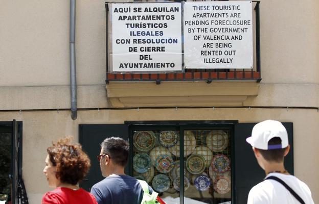 Los vecinos podrán vetar los apartamentos turísticos en las fincas