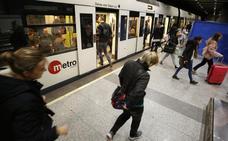 El metro nocturno comienza con quejas de usuarios por las frecuencias de paso