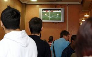 29 detenidos en Castellón por la retransmisión ilegal de partidos de fútbol en bares y restaurantes